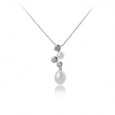 Necklace with white pearls