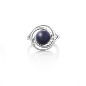 Ring with black pearl