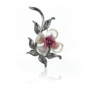 Silver brooch with keshi pearls