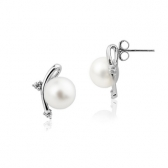 Earrings with freshwater pearls