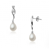 Silver earrings with white pearls