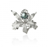 Silver brooch with Tahitian pearl
