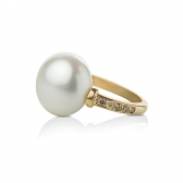 Baroque pearl gold ring with diamonds