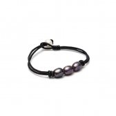 Leather bracelet with cultured pearl
