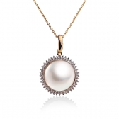 Gold pendant with Mabe pearl and diamonds