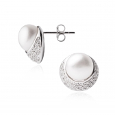 Diona earrings with whte freshwater pearls