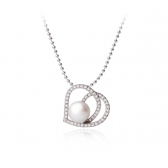 Heart pendant with white pearl