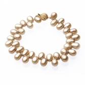 Bracelet with rice-shaped pearls