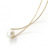 Necklace with a white pearl