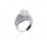 Ring with white pearl and zirconia