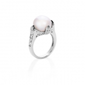 Ring with white pearl and zirconium