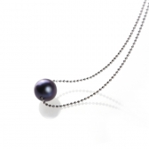 Necklace with black pearl