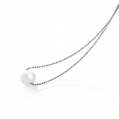 Necklace with white pearl