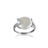 Ring with a white biwa pearl