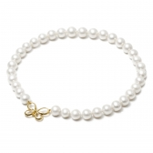Necklace with cultured pearls with a gold clasp