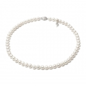Gorgeous necklace of white freshwater pearls