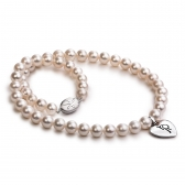 Freshwater pearl necklace with heart-shaped pendant