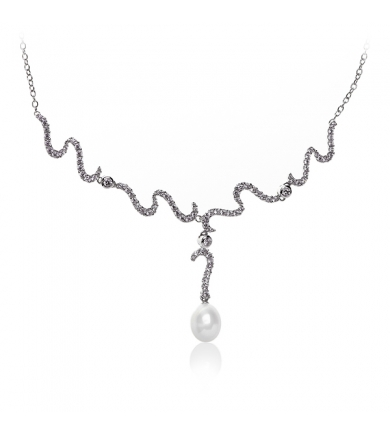 Necklace with white pearl and zirconium