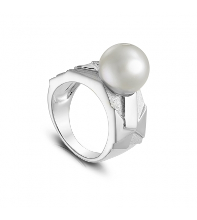Avant-Garde silver ring with white pearl