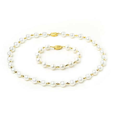 Set with white cultured pearls