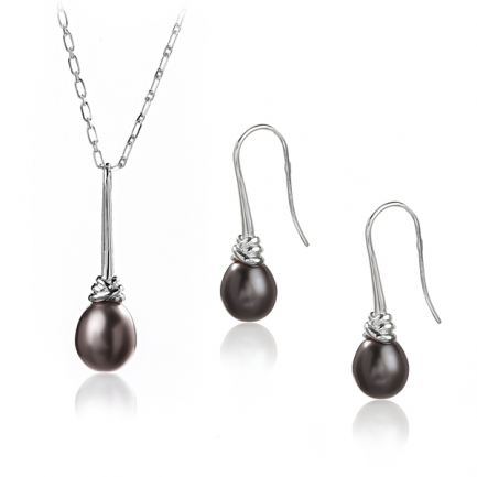 Earings and pendant with black pearls