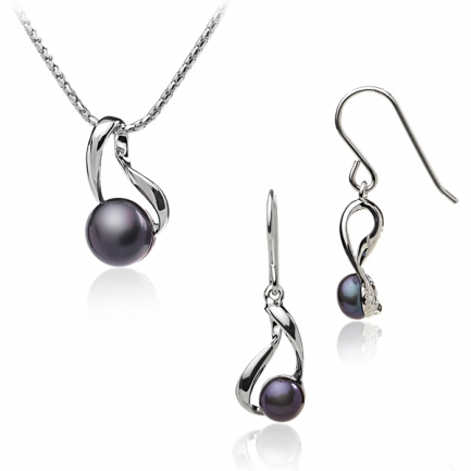 Silver set with black pearls