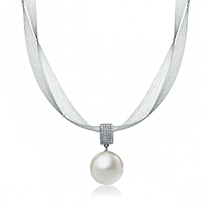 White gold necklace with white Sea pearl