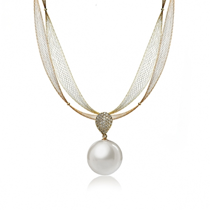 Gold necklace with white South sea pearl