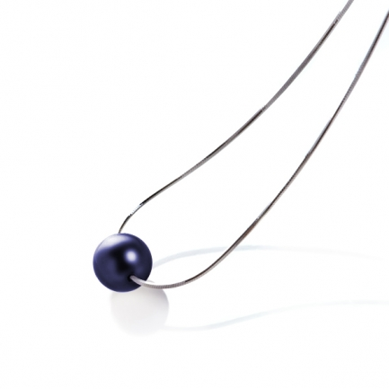 Silver necklace with black pearl