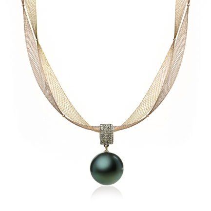 Gold necklace with Tahitian pearls