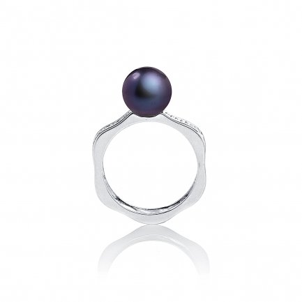 Romance ring with peacock pearl