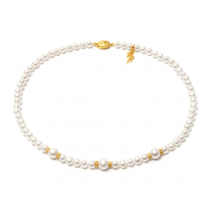Necklace of white freshwater pearls