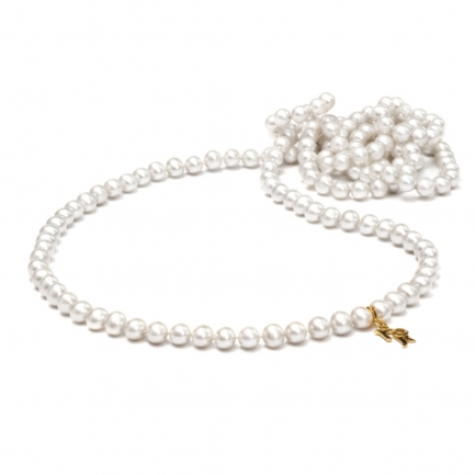 Long necklace with freshwater pearls