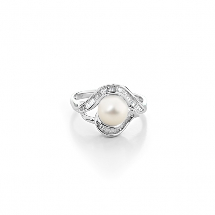 Shelley ring in white gold with a pearl